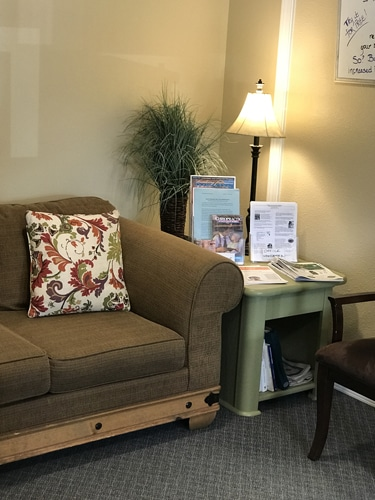 Edwards-Chiropractic-Office-Waiting-Chairs